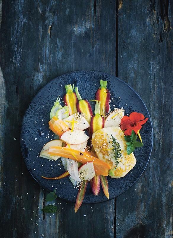 callwey-bonisolli-vegetarisch-karotten-apfel-salat-mit-haloumi