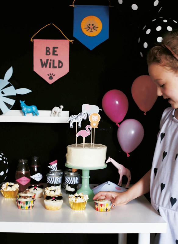 kindergeburtstag feiern  Leopardenparty Leopardentorte Cupcakes für Kinder wilde Tiere