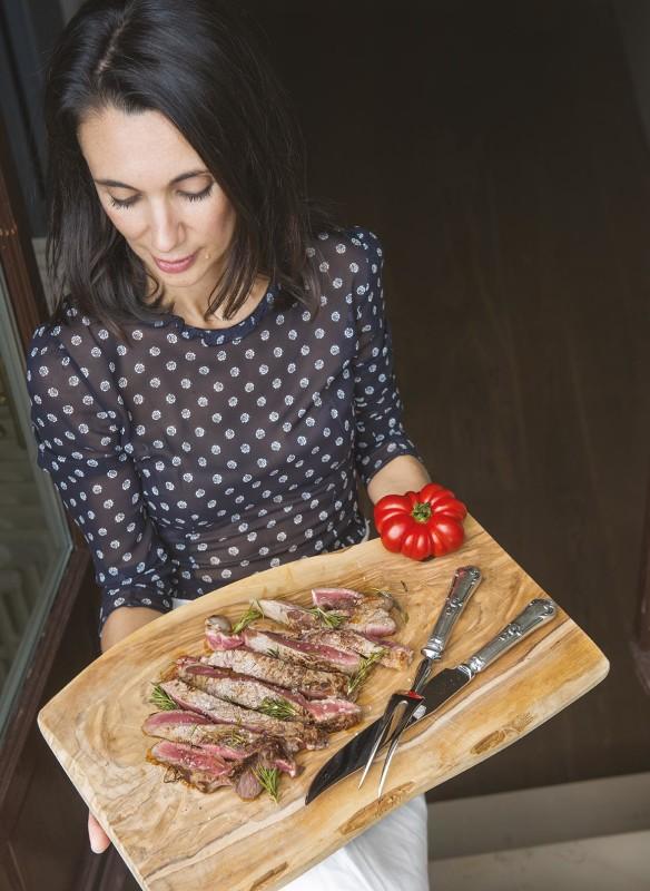 Die Kochbuch Autorin Csaba dalla Zorza in ihrem Element als Gastgeberin.