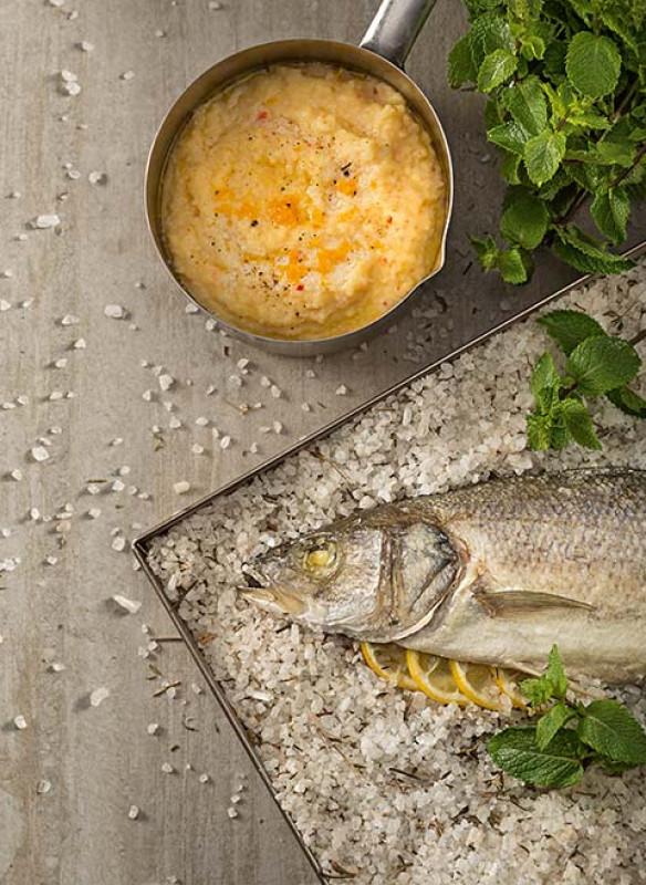 Loup de mer in der Salzkruste mit Orangen-Chili-Polenta von Johann Lafer