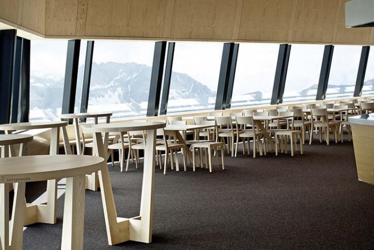 alpine-architektur-tilla-theus-arosa-weisshorn-gastraum
