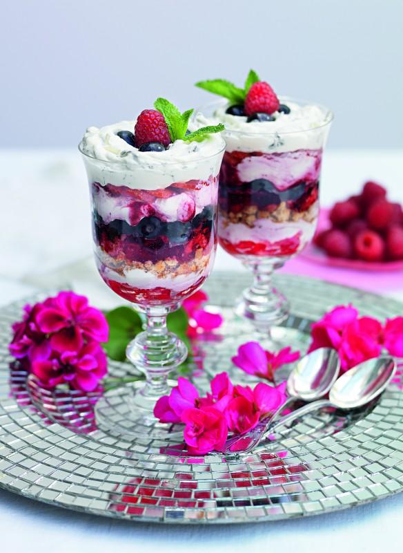 Trifle Royal mit Amaretti und Brombeersahne Rezept