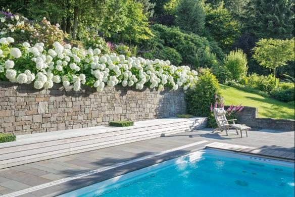 Gartenbuch Schwimmbad Steinmauer