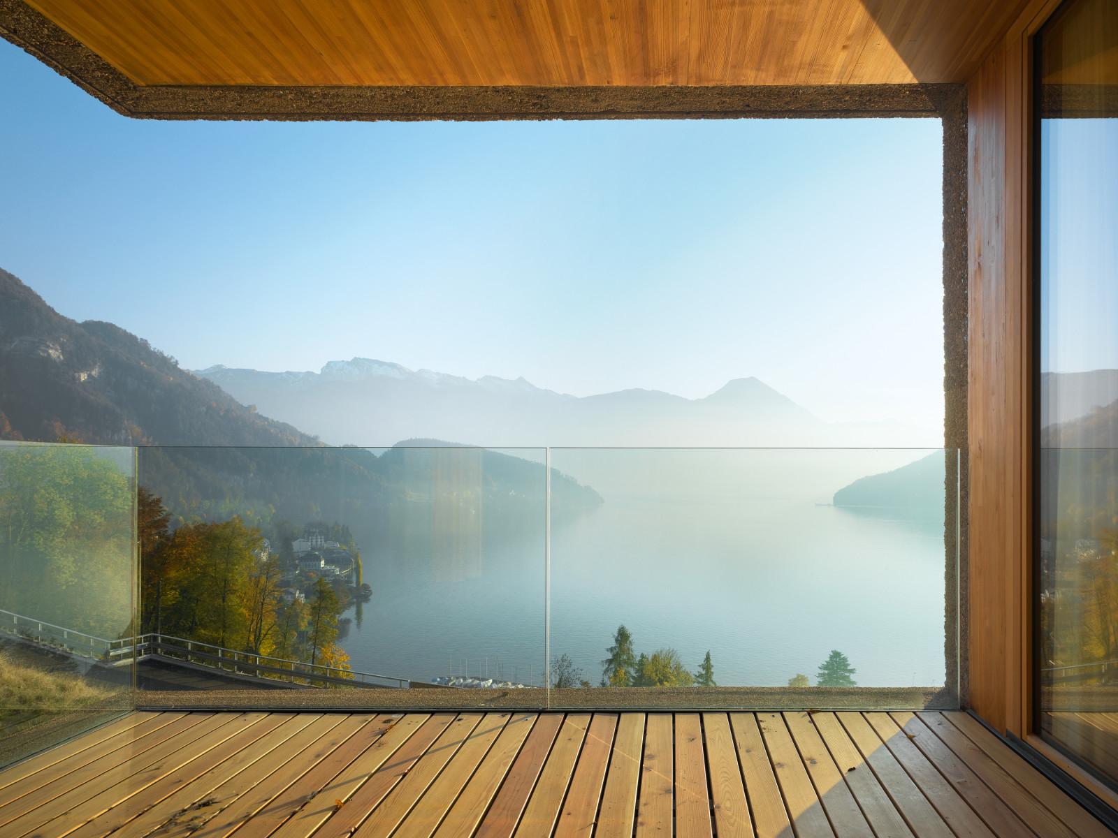 Трехэтажный коттедж с видом на озерный пейзаж - свой дом меч.