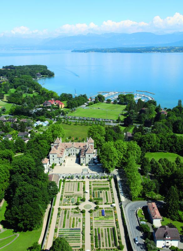 Chateau de pranins Garten Schlossgarten Luftbild Wildegg