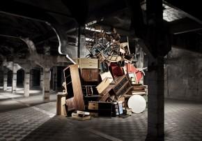 Hisae Ikenaga, Pila de muebles, 2011, photo credit: Paco Gómez/ nophoto