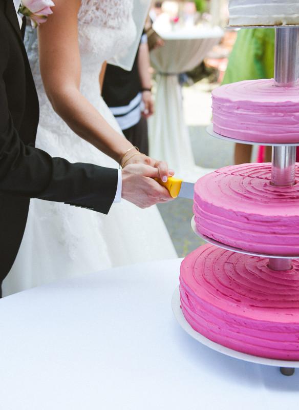 Alter Brauch: Anschneiden der Hochzeitstorte