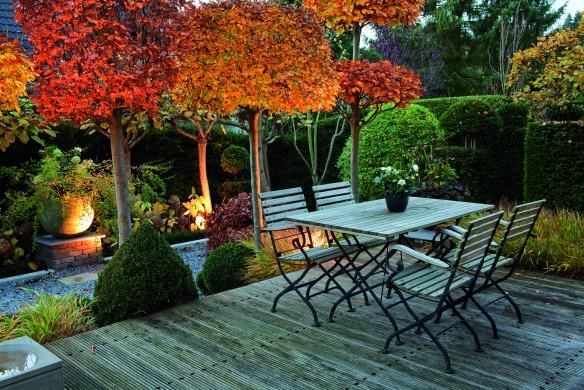 Terrassen-Sitzplatz und Abendbeleuchtung (Gestaltung: Michael Gr