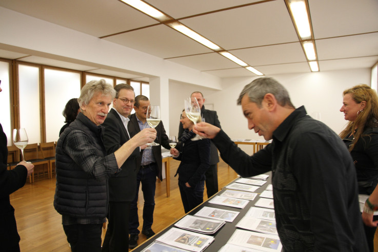 18-Haeuser-des-Jahres-Prost-auf-ein-tolles-Buch