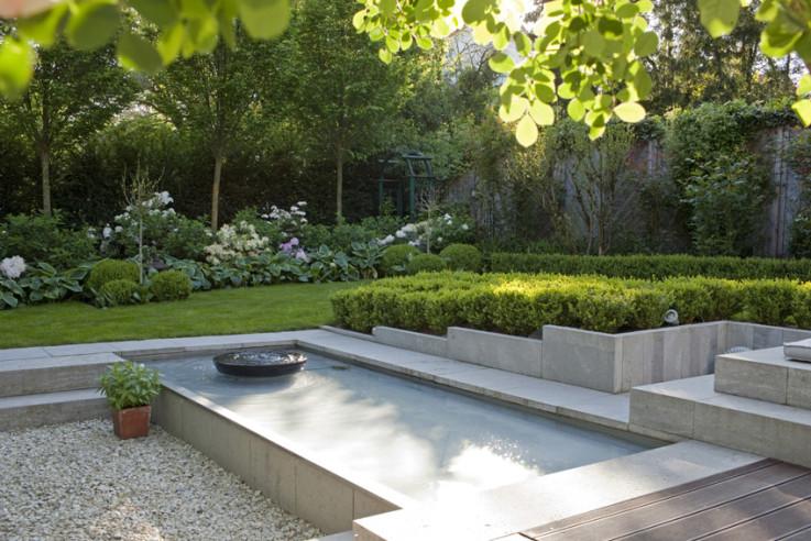 Moderner Hausgarten in Grün-Weiß