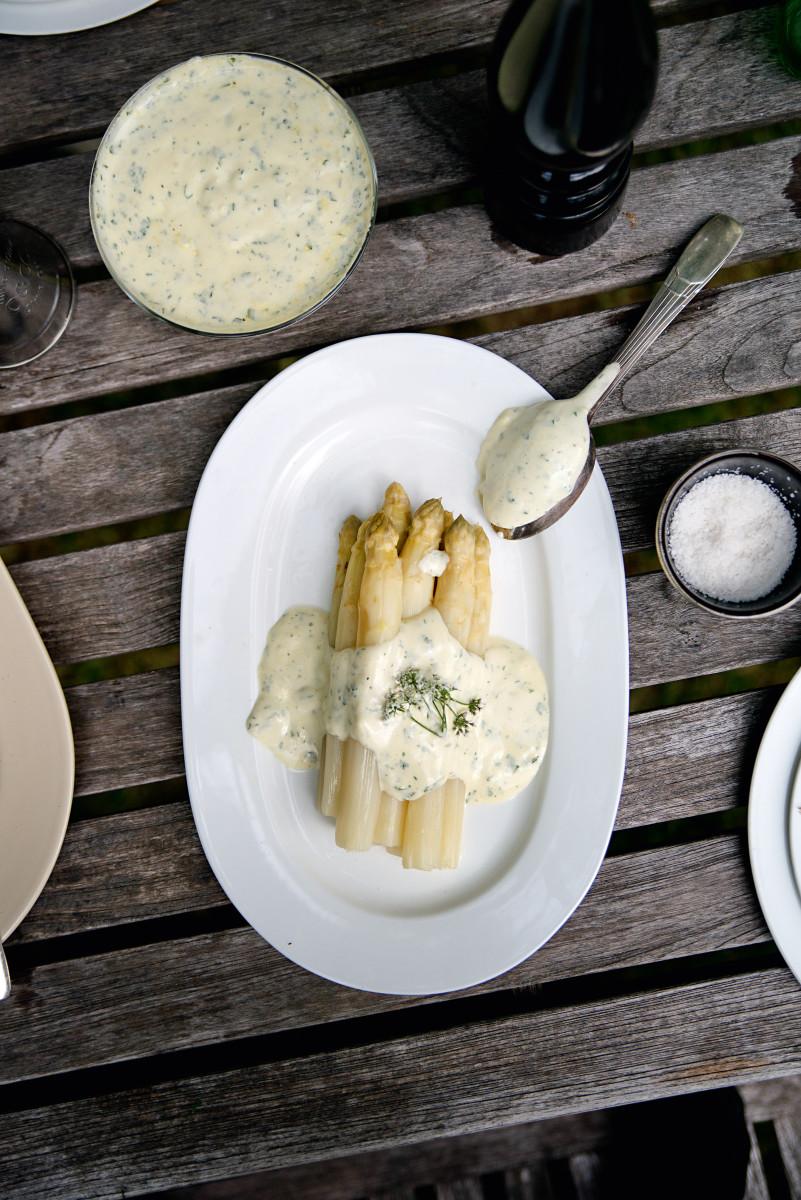 2b18636b73 Grüner und weißer Spargel Rezept | Französische Vorspeise