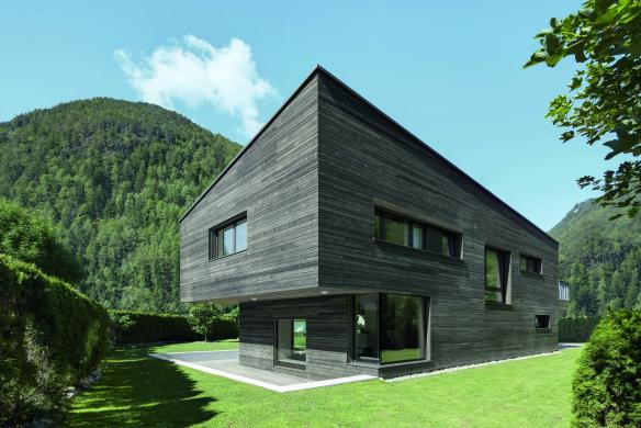 Holzhaus zweigeschossig modern