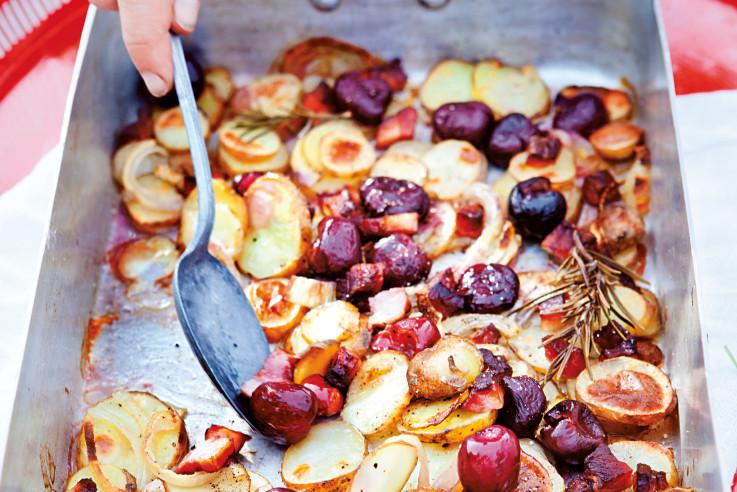 Sommerküche Rezepte : Kartoffelauflauf rezept mit speck und kirschen sommerküche