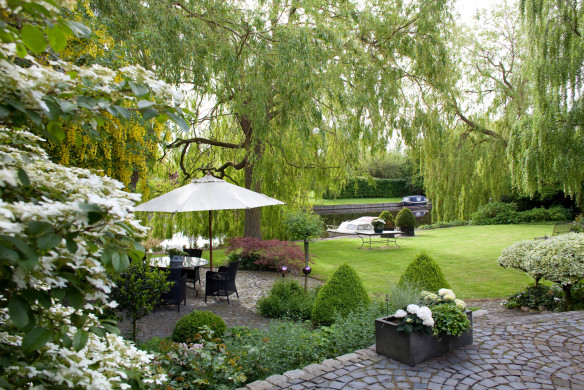 Traumhaft schöne Gärten in Grün