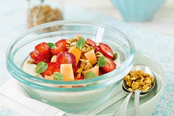 Rezepte Patrick Gebhardt Frühstücks-Granola mit Erdbeer-Melonensalat