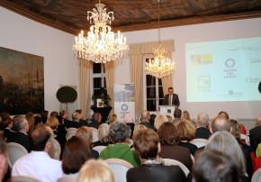 Jens Spanjer, Geschäftsführer der Stiftung Schloss Dyck, und Jury-Mitglied eröffnet die Preisverleihung