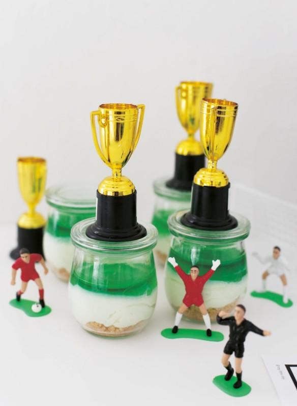Fußball Rezeptideen Waldmeistertrophäen Desserts für Kinder Kindergeburstag