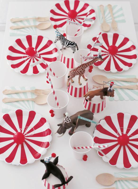 Kindergeburtstagsparty  Zirkusparty Tischdeko für Kinder  Clowntrinkbecher