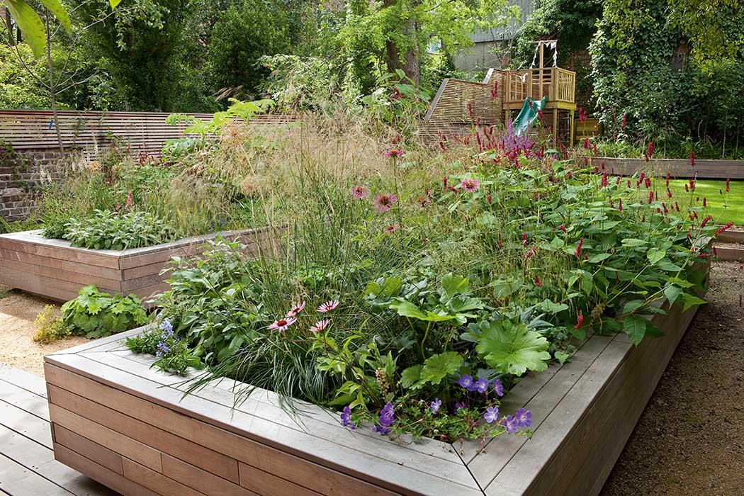 Gartengestaltung mit hochbeet for Gartengestaltung umrandung