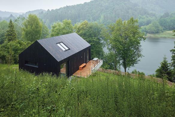 Häuser des Jahres 2016 schwarzes Holzhaus Aussenansicht