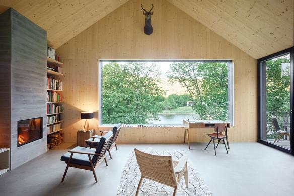 Häuser des Jahres 2016 schwarzes Holzhaus Fichtenholz Kaminzimmer