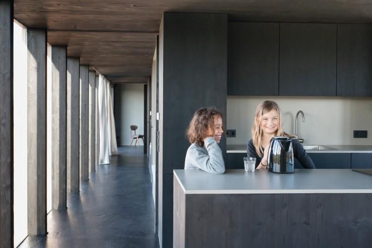 Thomas Kröger Architekten Ferienhaus Wohnscheune Innen Küche