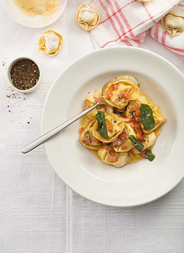 Tortellini mit Parmaschinken in Tomaten-Salbei-Butter von Johann Lafer