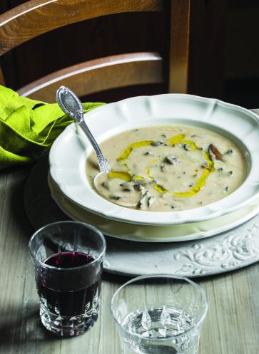 Toskana - Eine kulinarische Liebeserklärung, Cremesuppe von weissen Bohnen und Steinpilzen