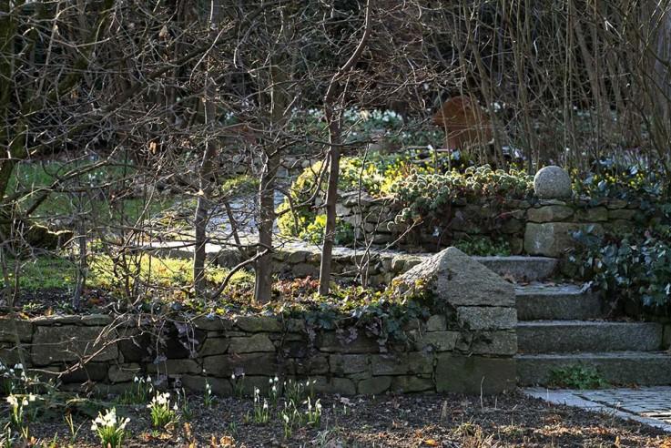 martina-meidinger-traumhafte-landgaerten-trockenmauern-u-wege-aus-granit