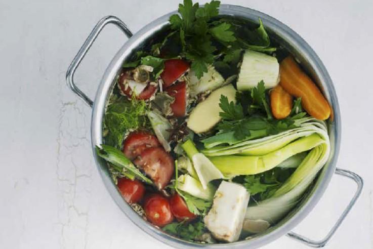 Vegetarische Gemüsebrühe Rezept   Suppe   Barbara Bonisolli   Das vegetarische Kochbuch   Callwey
