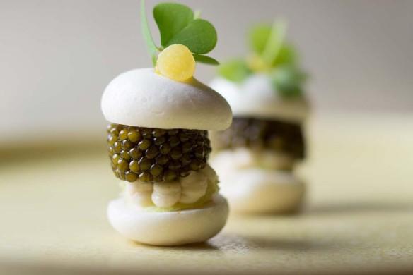 tim-raue-my-way-imperial-kaviar-sprotte-und-yuzu-img_8695-584x390