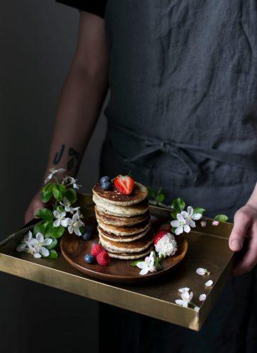 valentinstag-brunch-zeit-zu-zweit-rezept-pancakes-mit-beeren