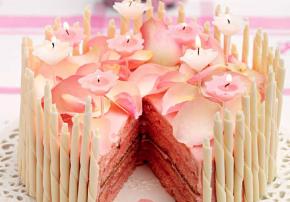 Geburtstagskuchen Queen Geburtstag Rosenblätter