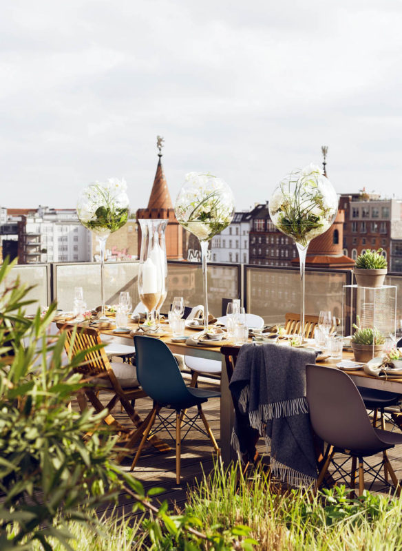 Tischkultur dekorieren Feste Gäste Callwey Rooftop Party Berlin
