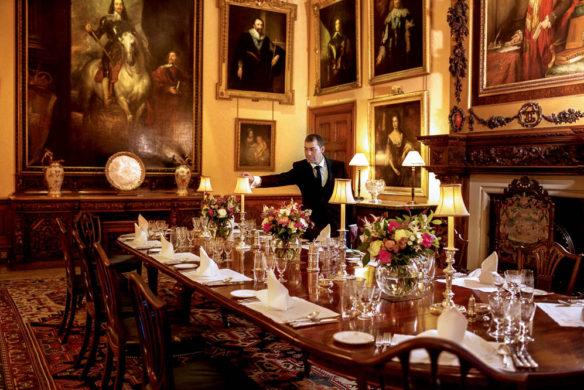 Highclere Castle Heute deckt Butler Luis den Tisch nach präzisen Vorgaben, die seit Generationen auf Highclere gelten
