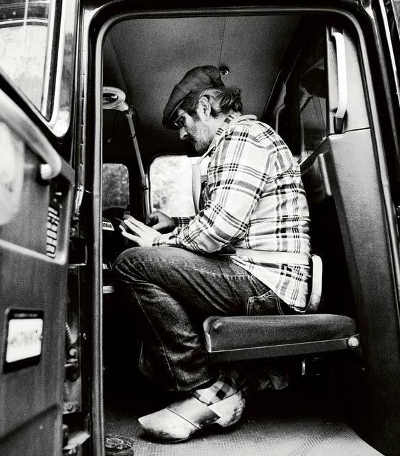 Messer Marius in seinem altertümlichen London Cab, das er zu einer mobilen Schleifwerkstatt umgebaut hat