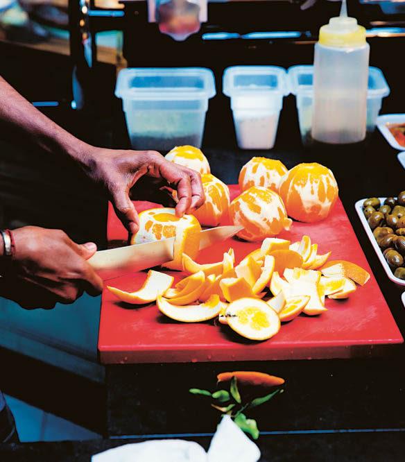 Messer Wie Zitrusfrüchte für das Filetieren geschält werden