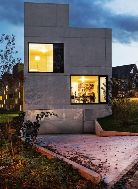 Die besten Einfamilienhäuser aus Beton Einfamilienhausarchitektur Architekturbuch AmreinHerzig  Architekten Wohn- und Atelierhaus