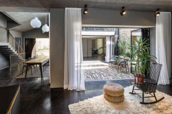 diiip-umbau-wohnen-hinterhof-wohnzimmer