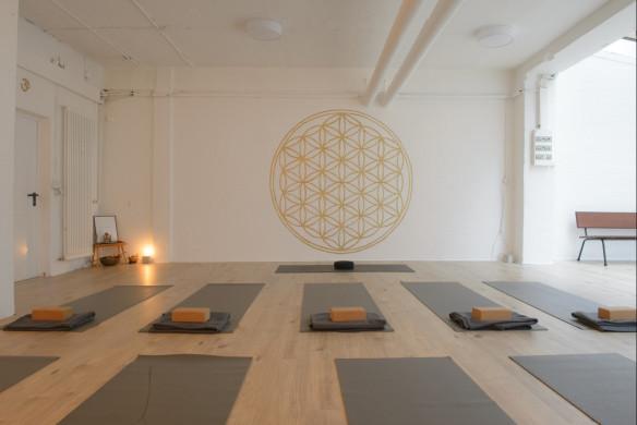 I love Yoga Gutscheinbuch Hamburg Ahoi Raum spirituell