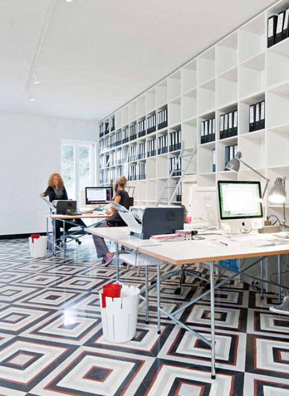 Ornament und Farbe Zementmosaik VIA Platten modernes Büro