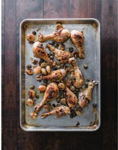 Blechkochbuch Hähnchenkeulen mit Oliven und Cipollini-Zwiebeln