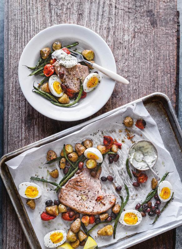 Blechkochbuch Nizza-Salat mit Gelbflossen-Thunfisch und Olivenöl-Dill-Aioli