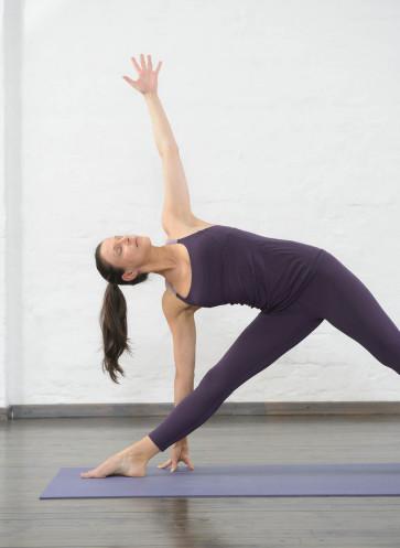 I love Yoga Gutscheinbuch Callwey Yogaposition