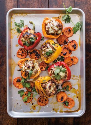 Gefüllte Paprika mit Hackfleisch und Chili-Süßkartoffeln Rezept Callwey Das Blechkochbuch