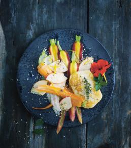 das vegetarische kochbuch karotten apfel salat mit halloumi