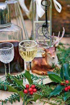 Weihnachtstafel mit Hirsch