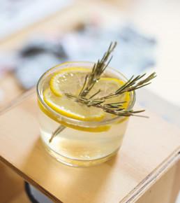 selbstgemachte Limonade mit Rosmarin