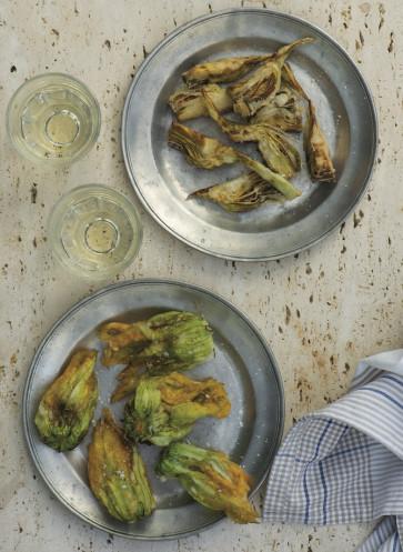 frittierte Artischocken und Zucchiniblüten