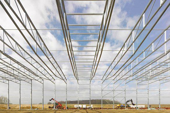 Callwey-Stahlbau-Minimalkonstruktion-Stahlbau-Retourenhalle-Mensing